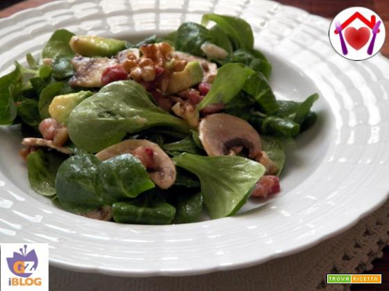 Insalata di valeriana e avocado
