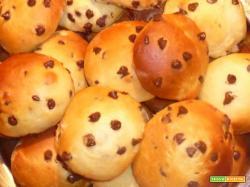 Fagottini con gocce di cioccolata – ricetta panini al latte