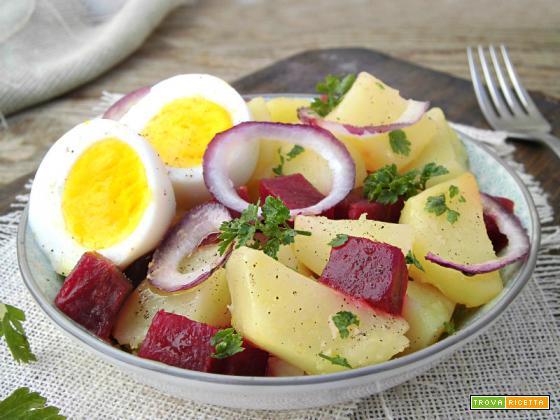 Insalata di patate, barbabietole e uova