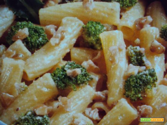 Tortiglioni con noci e broccoli