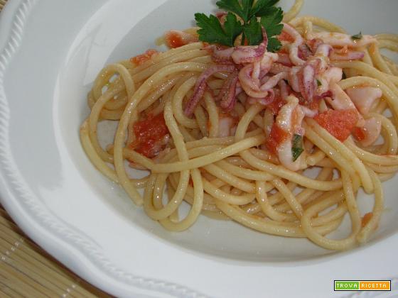 Spaghetti con calamaretti ricetta veloce