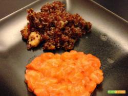 Senza Bimby, Tartare Cotta e Cruda di Salmone con Quinoa rossa con Pomodorini, Zucchine e Gamberi