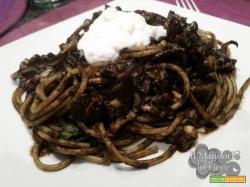 Spaghetti al nero di seppia e ricotta