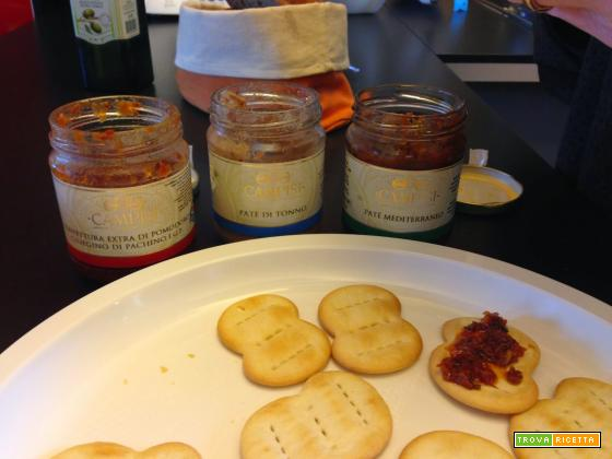 Senza Bimby, Stuzzichini per Antipasto con Michetti, Patè di Tonno, Patè Mediterraneo e Confettura di Pomodori