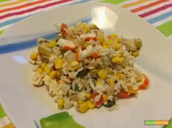Insalata di riso con polpa di granchio