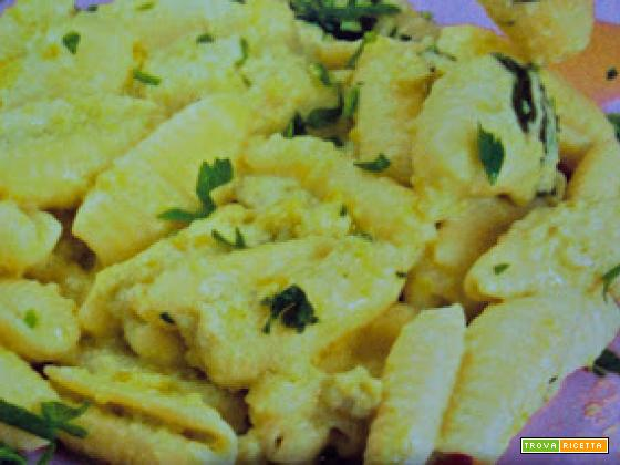 Gnocchetti sardi in salsa di fave