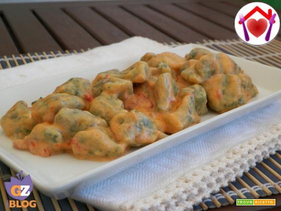 Gnocchi verdi in salsa rosa