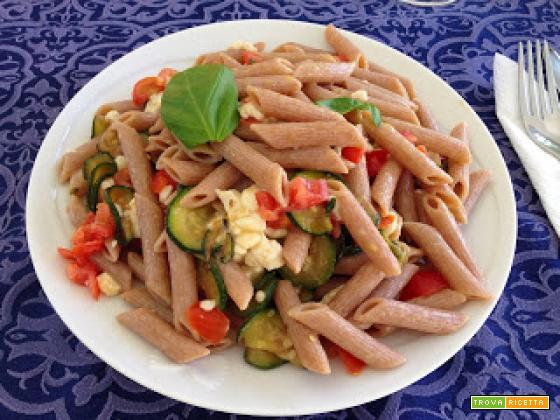 Con e Senza Bimby, Penne Rigate con Zucchine, Mozzarella, Pomodorini e Basilico