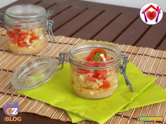 Bulgur con mozzarella, pomodorini e olio al basilico