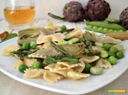 Pasta in verde con ortaggi e legumi
