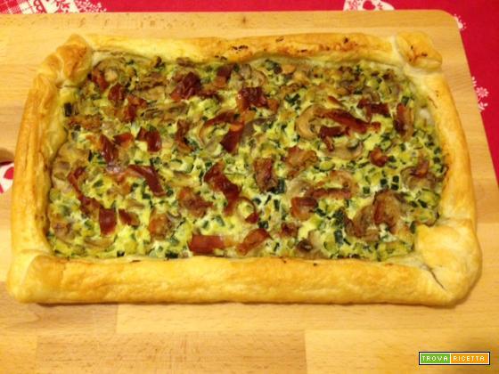 Pizza di pasta sfoglia alle zucchine