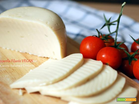 Mozzarella vegana filante fatta in casa