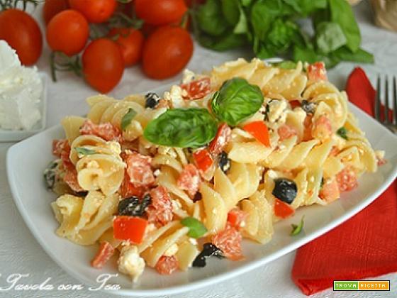 Pasta feta pomodorini e basilico