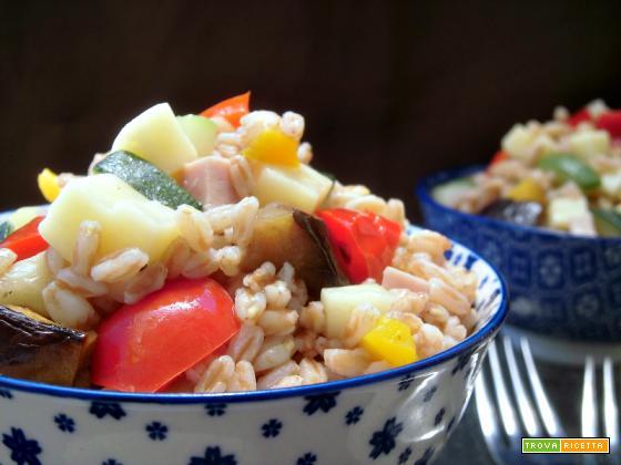Insalata di farro con verdure estive