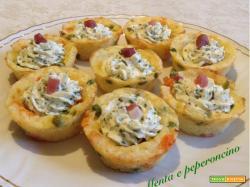 Cestini di patate con formaggi e speck