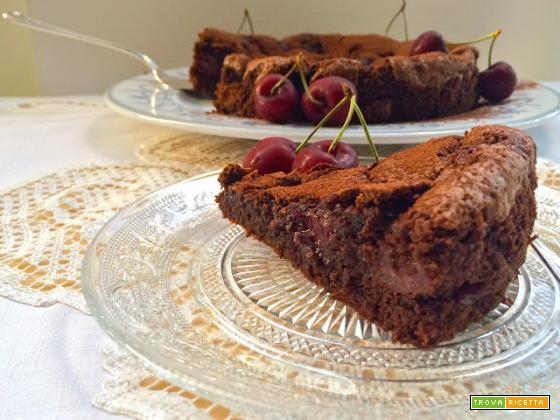 Torta morbida al cioccolato e ciliegie
