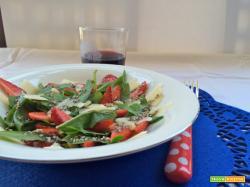 Insalata di radicchio, fragole e parmigiano
