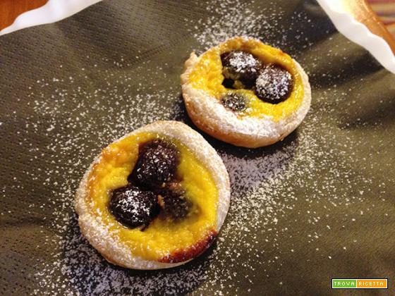 Tartellette di ciliegie con crema alla ricotta