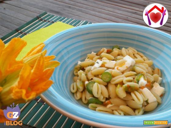 Pasta con fiori di zucca e primo sale