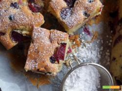 Torta soffice con ciliegie e ribes nero