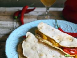 Quesadillas con peperoni e formaggio