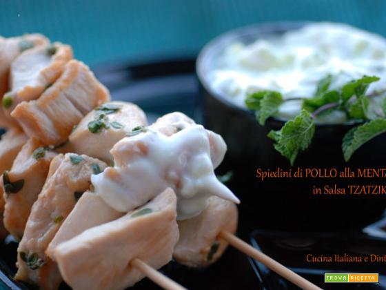 Spiedini di pollo alla menta su salsa Tzatziki
