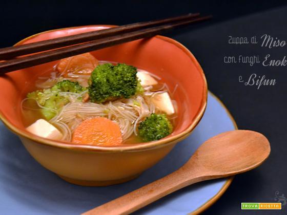 Zuppa di Miso con Funghi Enoki e Bifun