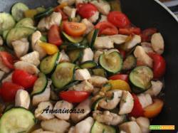Bocconcini di pollo alle verdure con salsa di soia
