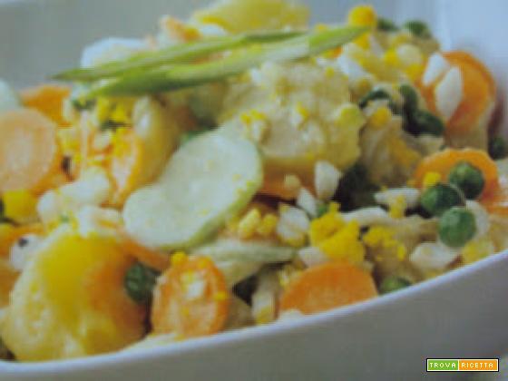 Insalata di patate, cetrioli e maionese