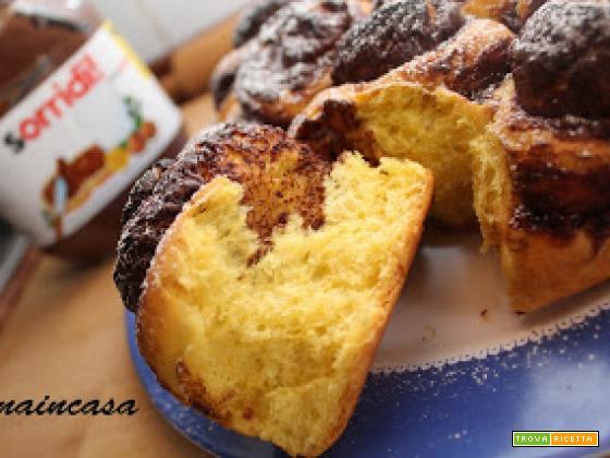 Torta di rose farcita con crema di nocciole (con o senza Bimby)