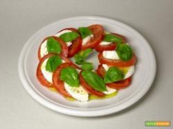caprese con mozzarella e pomodoro