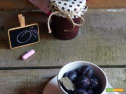 Confettura di prugne selvatiche con noci e marsala