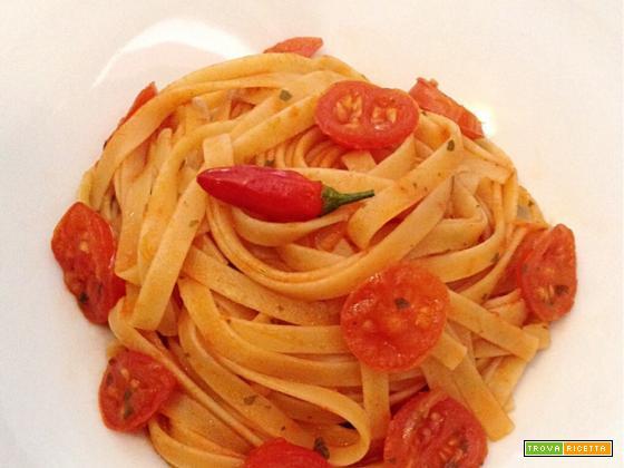 Trenette al sugo piccante con pomodorini