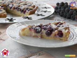 Crostata di crema e uva fragola