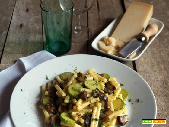 Maccheroncini con zucchini, funghi porcini e parmigiano
