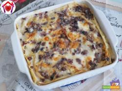 Lasagne al radicchio con salsiccia e taleggio