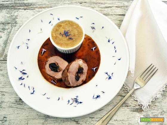 Filetto di Maiale ripieno di Prugne e Mele all'Idromele con Purea di Patate al Fiordaliso