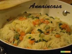 Capelli d'angelo con dadolata di zucchine e carote