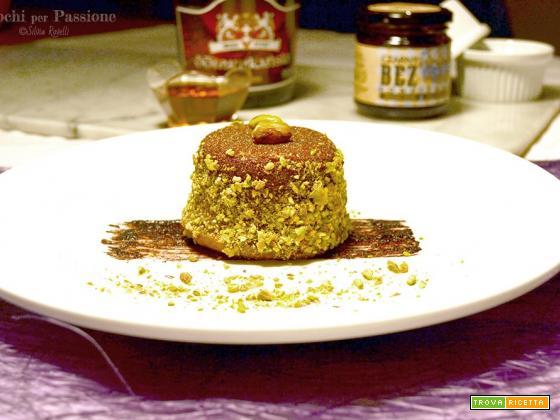 Tortino alla Cannella e Idromele con Miele, Pistacchi e Marmellata di Sambuco