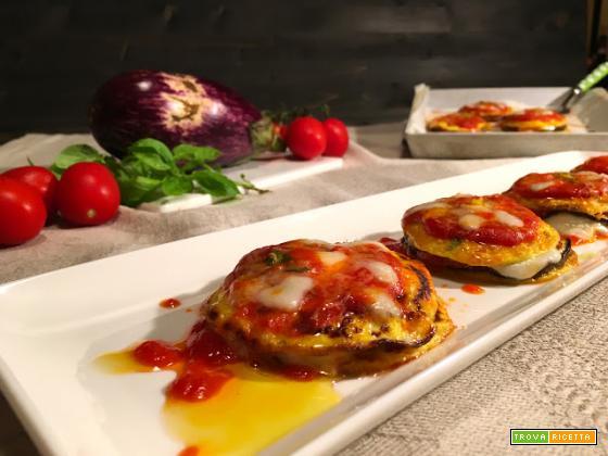 Millefoglie di frittatine e melanzane alla parmigiana.