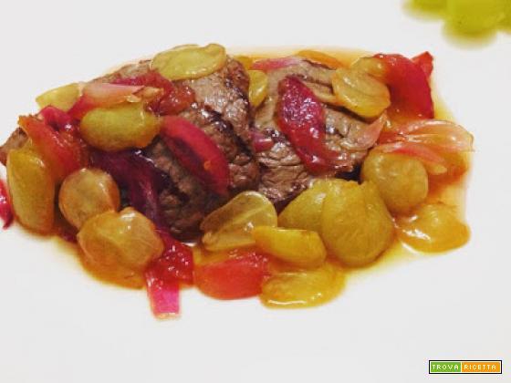 Filetto di manzo all'uva, cipolla e aceto di lamponi