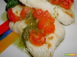Filetti di merluzzo con pesto e pomodorini