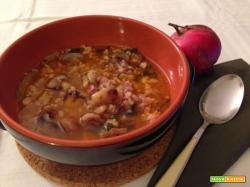 Zuppa di castagne con farro e funghi