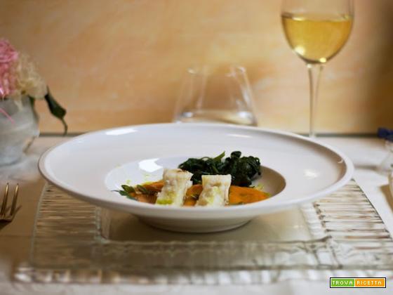 Filetti di baccalà con spinaci e crema di zucca.