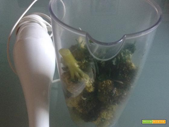 Maccheroni con crema di broccoli e salsiccia
