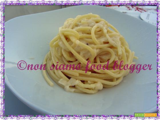 La ricetta originale degli spaghetti cacio e pepe alla romana