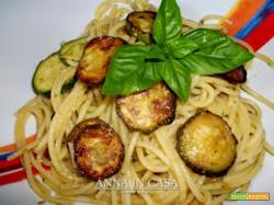 Spaghetti con zucchine e olio al pesto