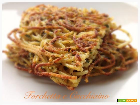 Street food: frittata di spaghetti con Olio Corrias alleerbemediterranee