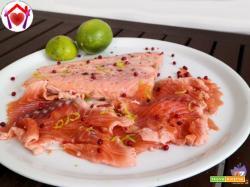 Salmone marinato al pepe rosa e lime