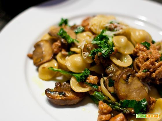 Orecchiette con salsiccia e funghi